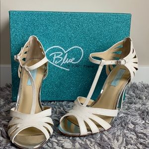 NWT Ivory shimmery heels